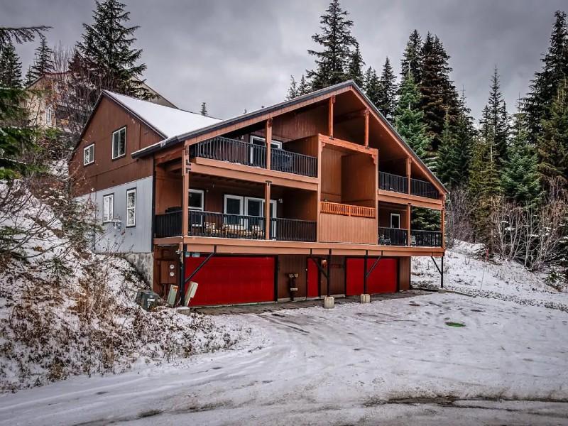 Snowberry 1B. 3 Bed/2 Bath ski in ski out condo