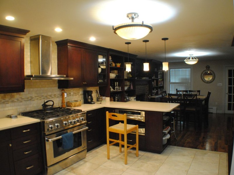 Beautiful, fully renovated, single family townhouse that accommodates up to 11