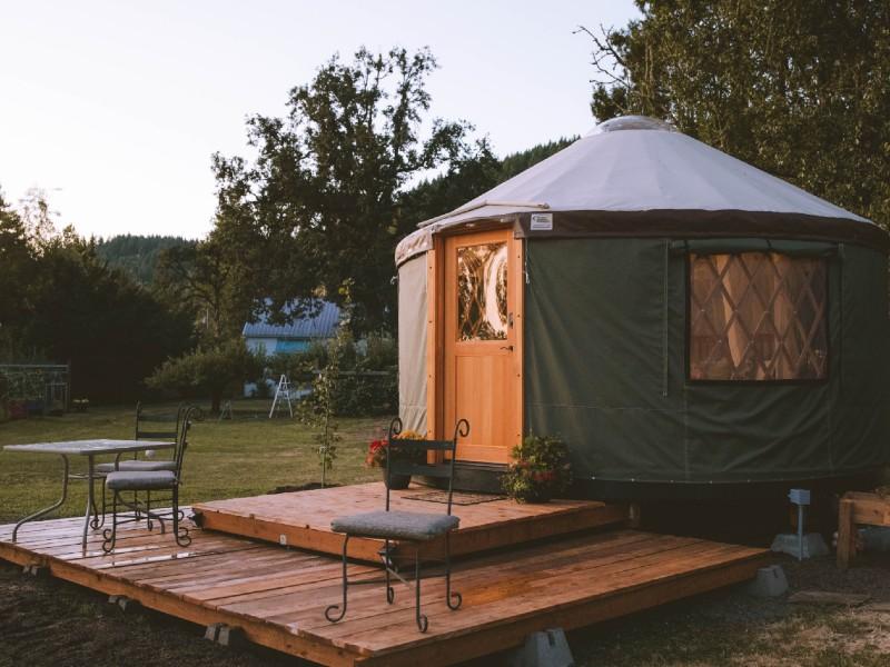 Tranquil Glamping Yurt Near Eugene