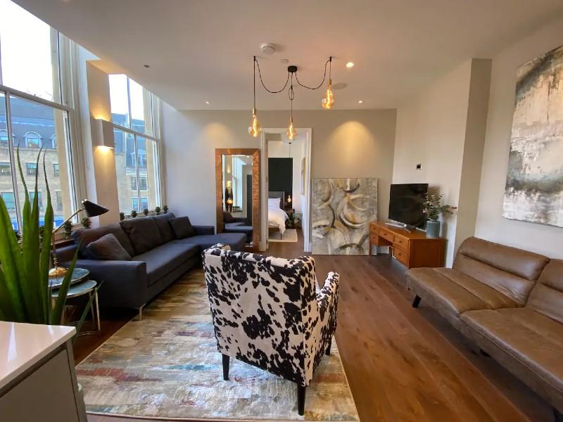 St. Pauls / Bank Loft Apartment