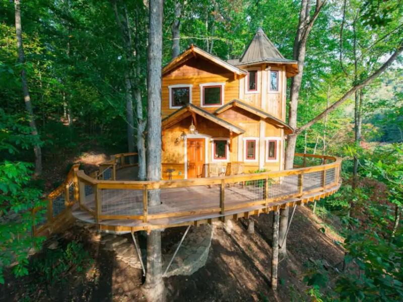 Asheville's Luxury Treehouse