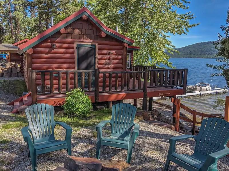Beautiful Historic Cabin on Lake Mary Ronan