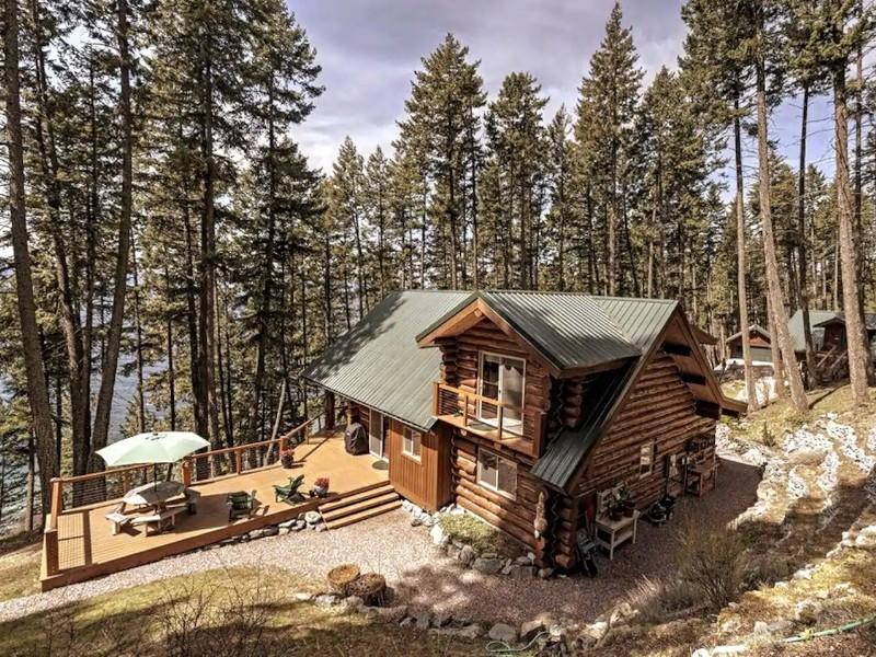 Beautiful Log Cabin Overlooking Flathead Lake