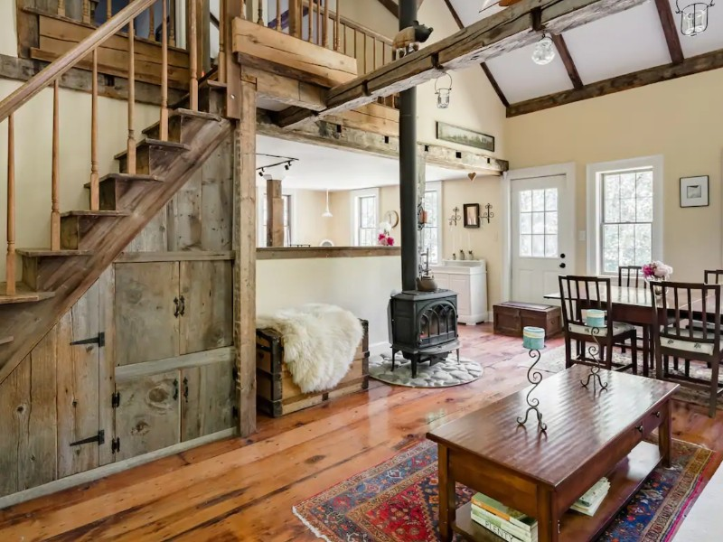 Classic Stowe Vermont Cabin with Hot Tub and Wood Stove