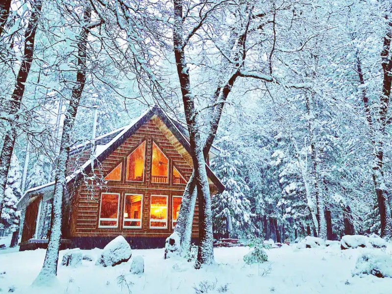 Cozy Log Cabin on 3 Acres near Lassen National Park, Shingletown, California