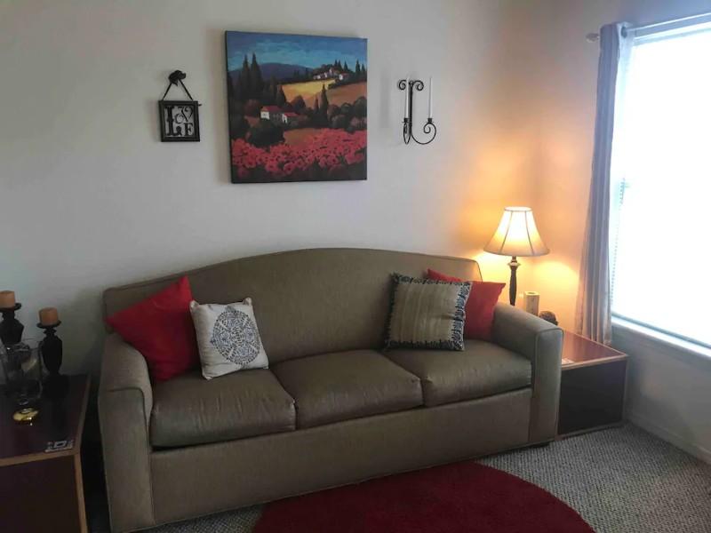 Couch in Cozy Condo in Branson