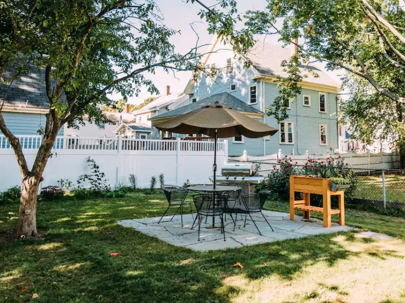 Patio by cozy room, walk to downtown