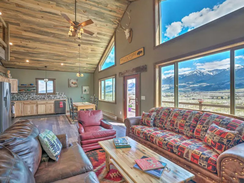 Mountain View Cabin 40 miles from Yellowstone, Livingston, Montana