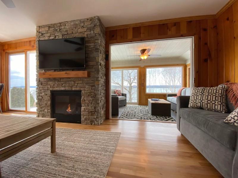 Newly Renovated cabin at Lake Pepin with panoramic views