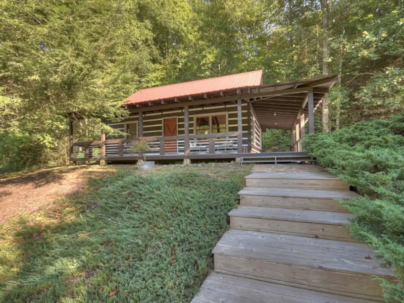 Old Iron Bridge Cabin on the Toccoa River