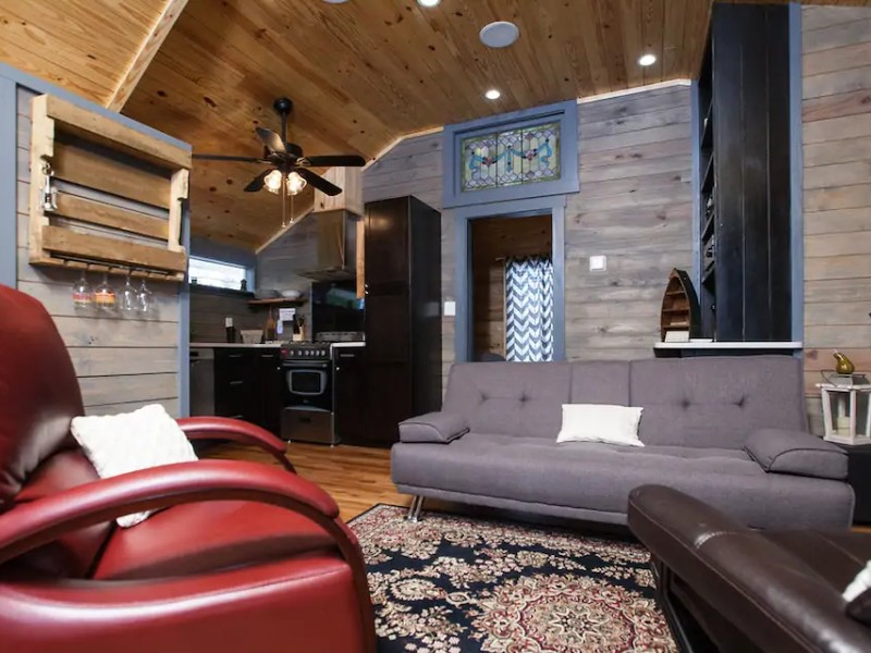 Inside Private 1 Bedroom Cottage Apartment with Deck