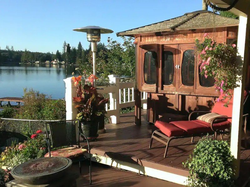 Private Hot Tub at Lake Roesiger Waterfront 2 Bedroom Getaway, Snohomish, Washington