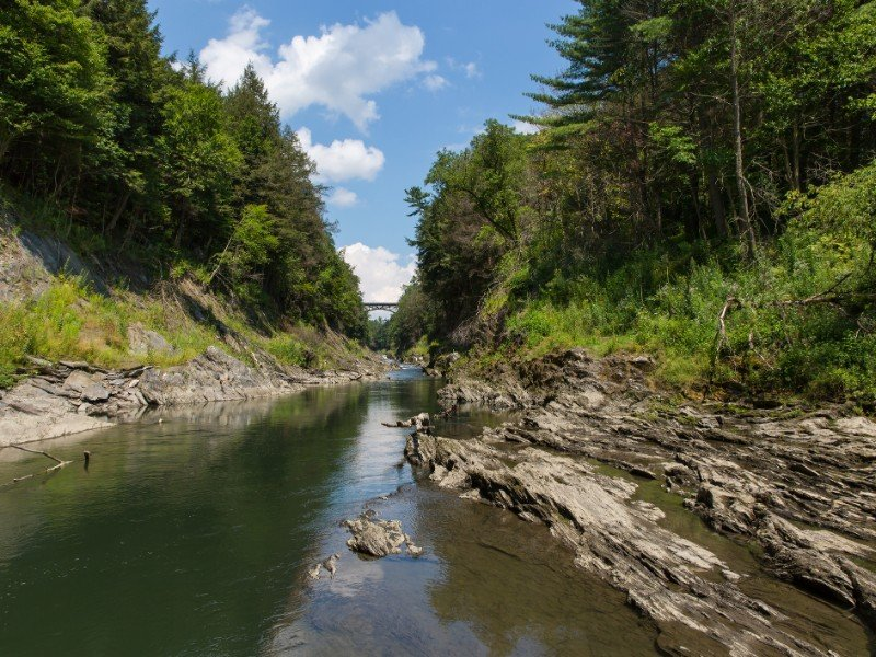 A view of the Ottauquechee River flowing through the Quechee Gorge State Park