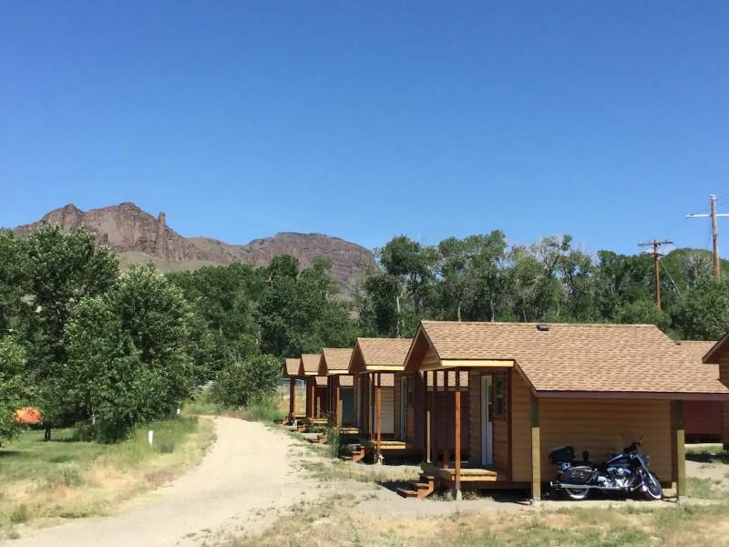 Row of cabins - Queen Cabin 3 of 3