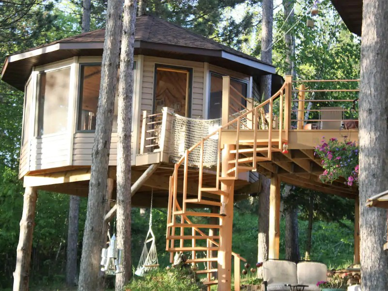 Treehouse Glamping