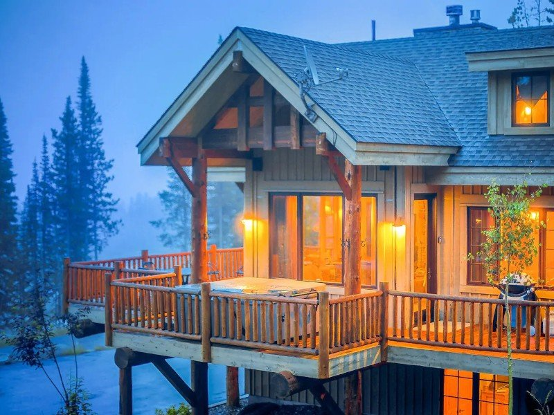 3-Level Ski-In/Ski-Out Home with Hot Tub