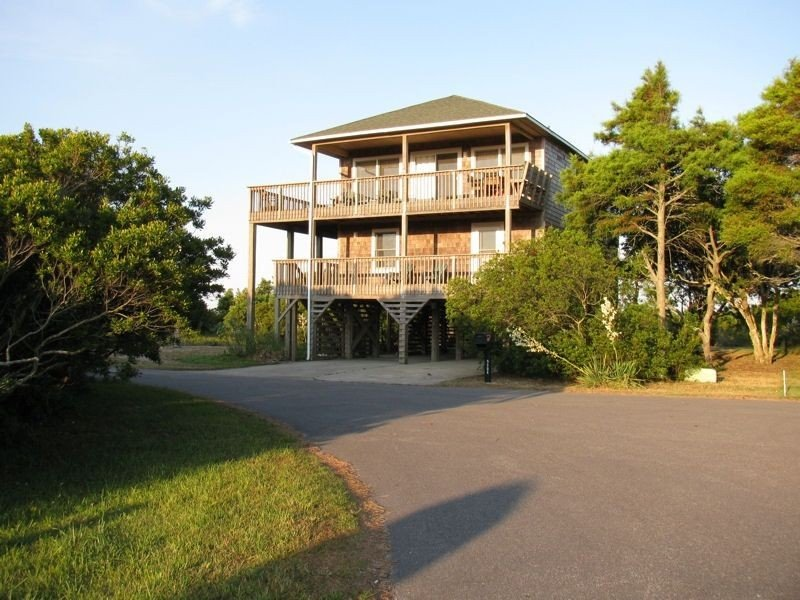 4 bedroom home with pool, hot tub and water views, South Nags Head, NC