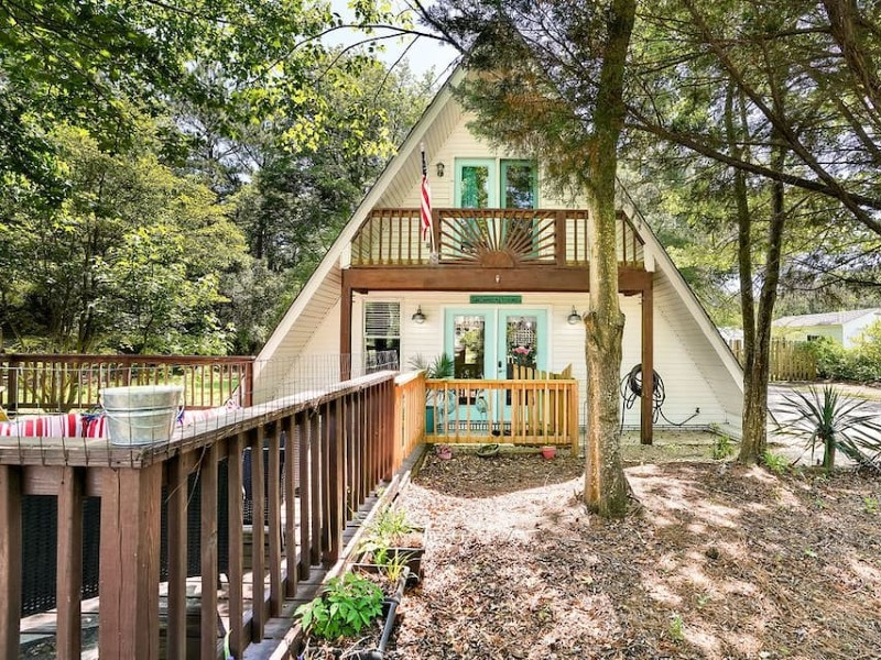 Awesome A-Frame-3br 2ba- 5min to beach & bases