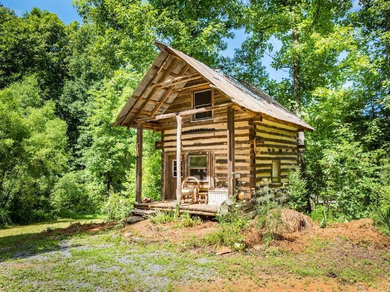 Kaluna Farm Retreat Log Cabin