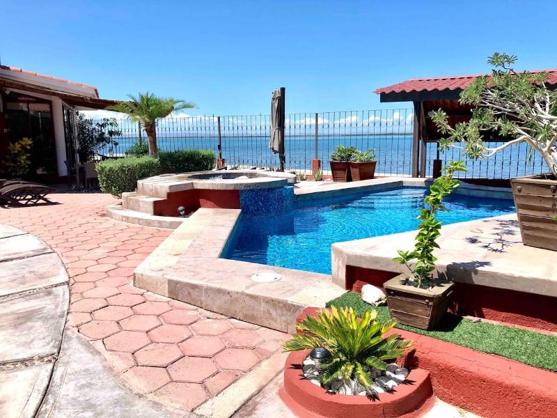 Beach House w/ private pool, La Paz