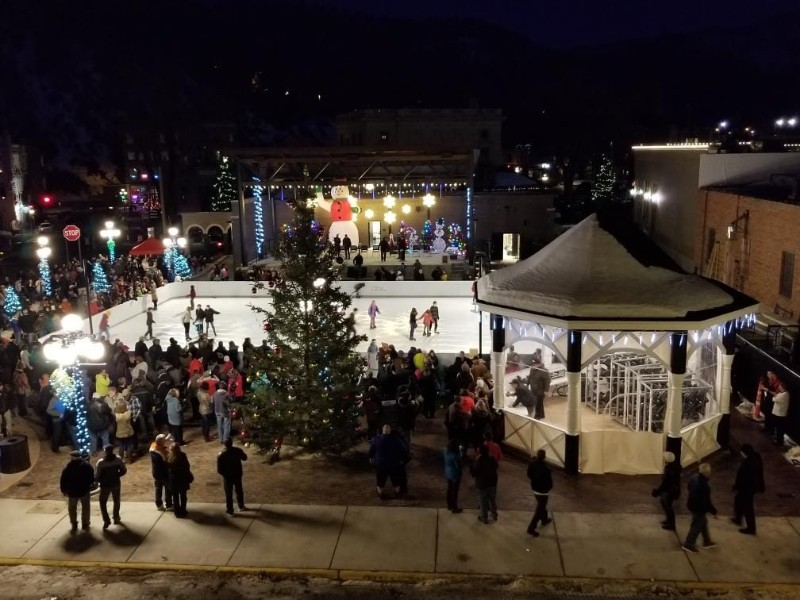 Community Christmas Tree Lighting at Outlaw Square!