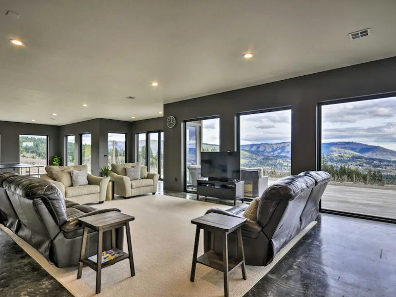 Luxury Home with Views, Underwood, Washington
