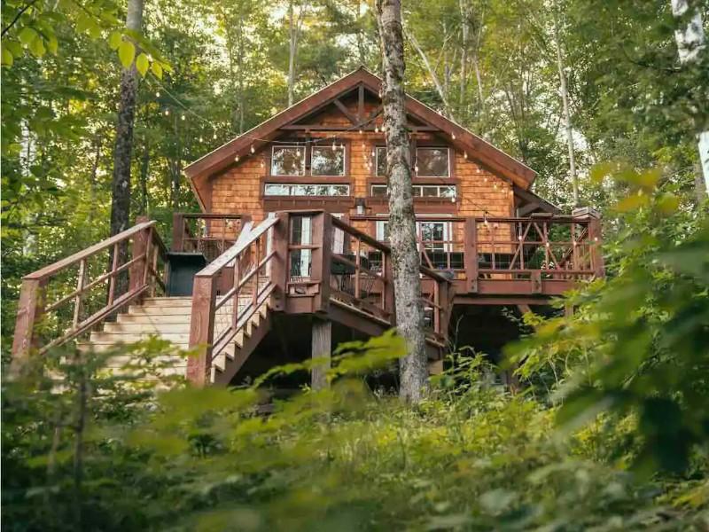Luxury Treehouse Next to Dog Mountain