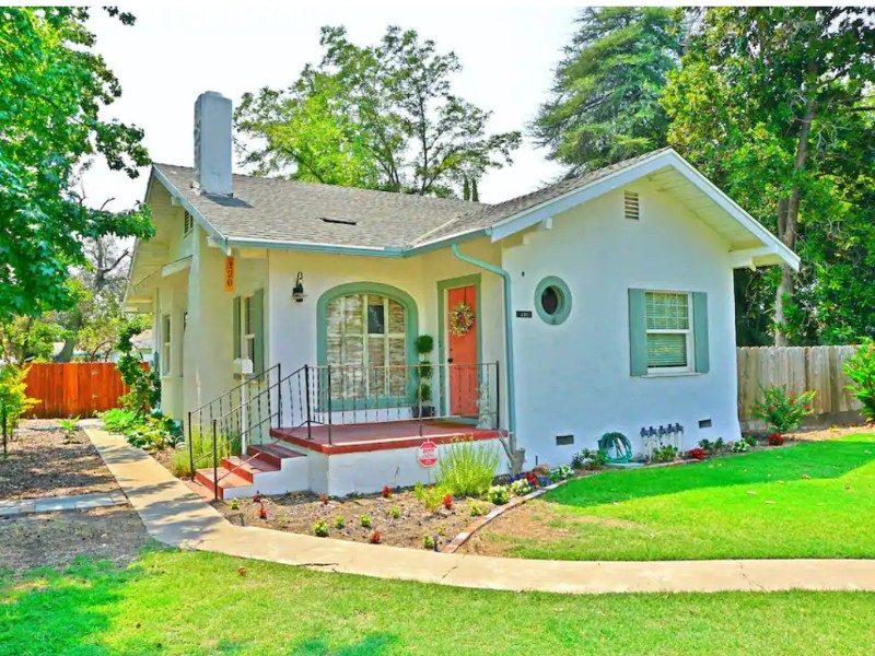 Newly Remodeled Charming Farm House, Madera, California