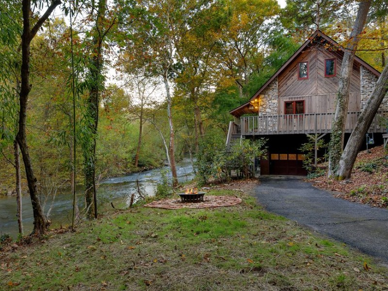 Private Riverfront Beauty Near Downtown Asheville