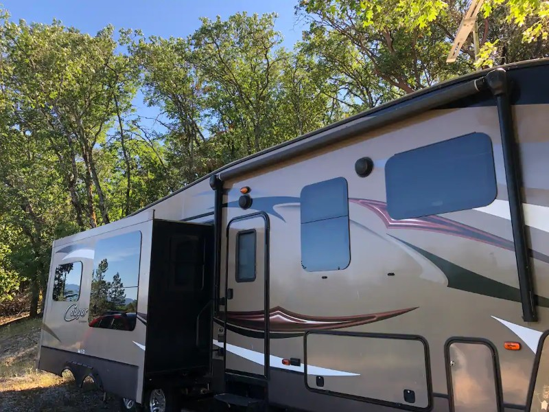 RV in the Country, Few Minutes From Town