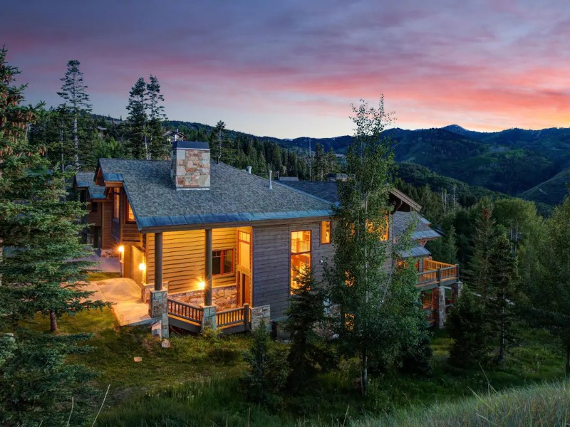 Ski-in/Ski-Out Luxury Home with Hot Tub & Fireplace