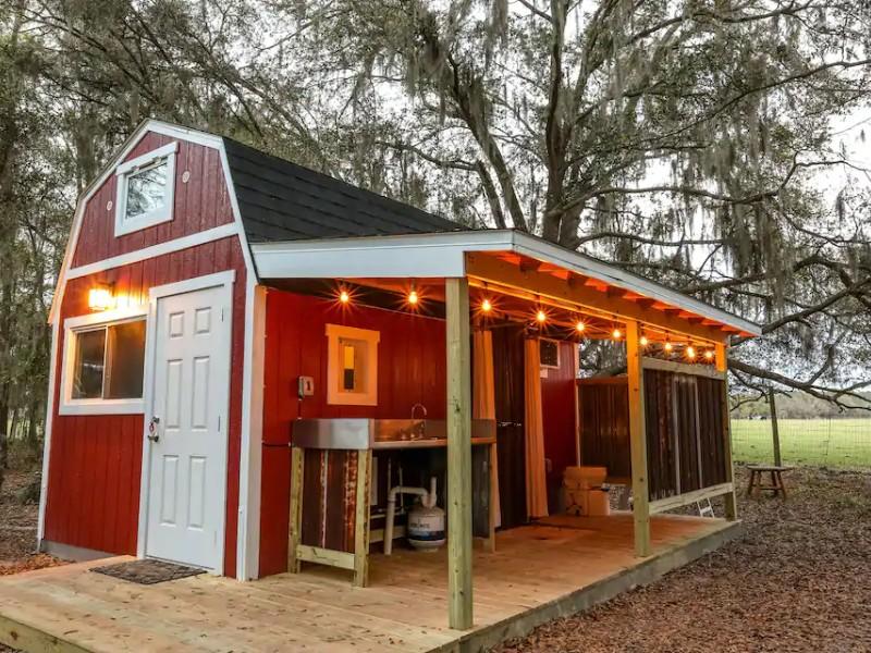 Festive Tiny Barn at Windy Oaks