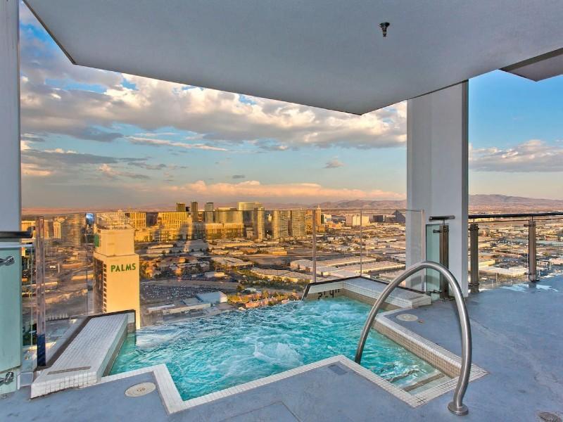 VEGAS Huge Penthouse HotTub on Balcony