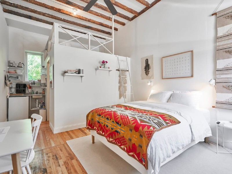 Cozy, Quintessential Brooklyn Carriage House
