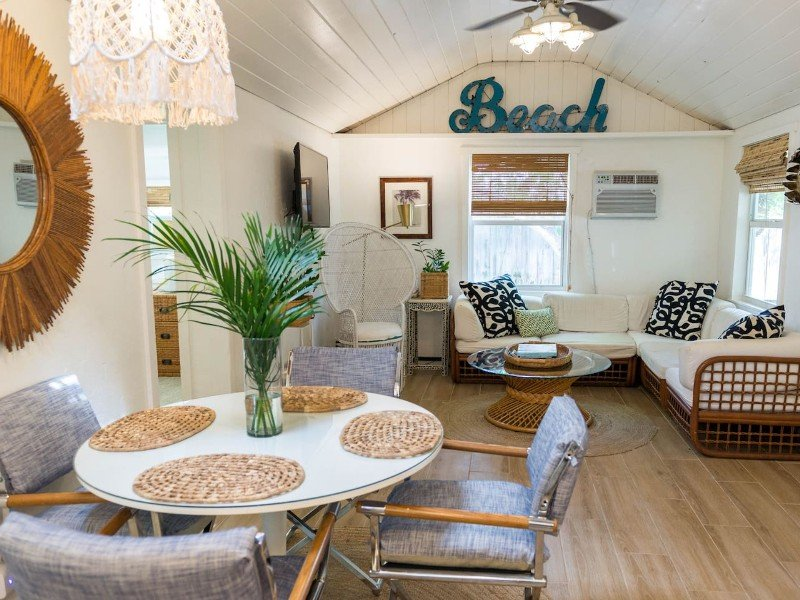 Charming Florida Cottage Close to Beach