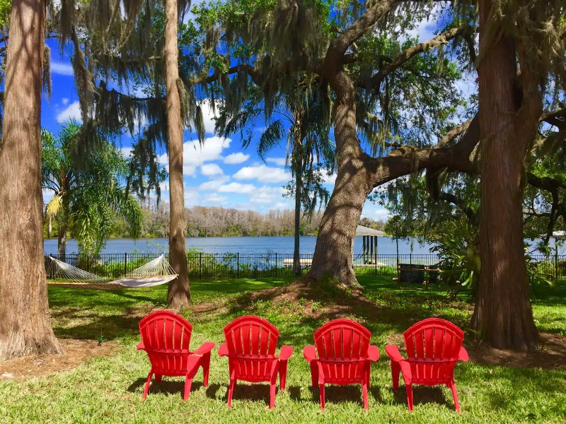 Charming Lake House Minutes from Park Ave