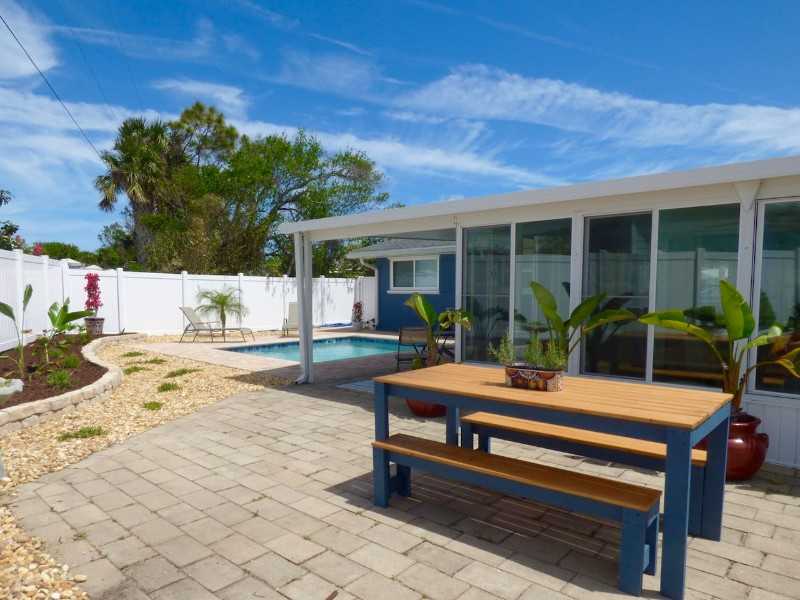 Colibri Cottage with Pool in Beachside Neighborhood