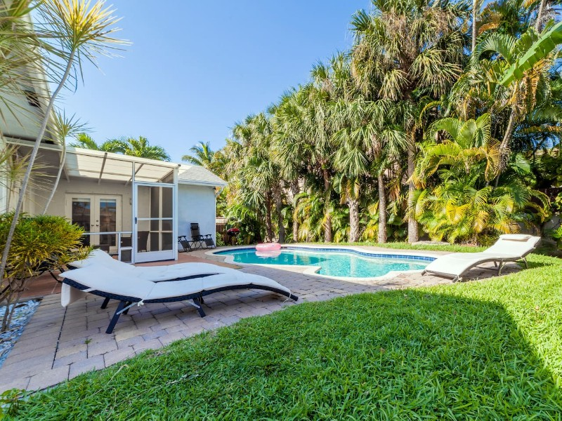 Great House with Heated Pool, 5 Minutes to Ocean