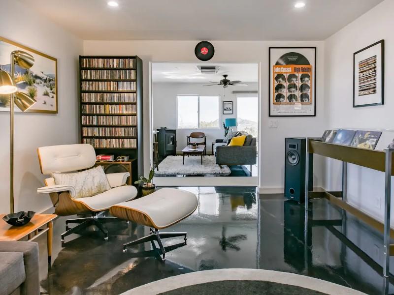 Hi-Fi Homestead-Mid Century Desert Oasis with Views & Vinyl