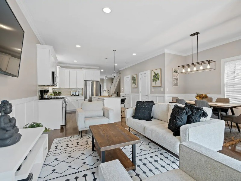 Luxe 6 Bedroom House in Logan Square with Garage Access