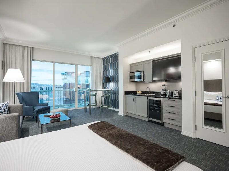 Luxury 37th Floor Sky Penthouse Strip