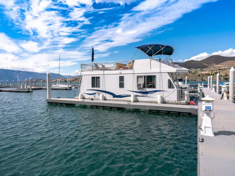 On the water - Luxury Houseboat Experience on Lake Chelan