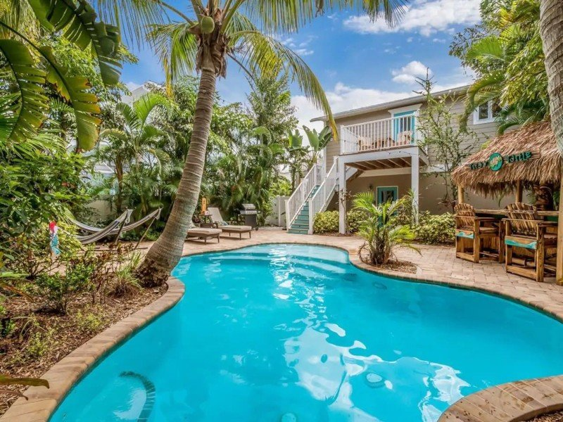 Walk to Beach, Private Pool with Tiki & Golf Cart