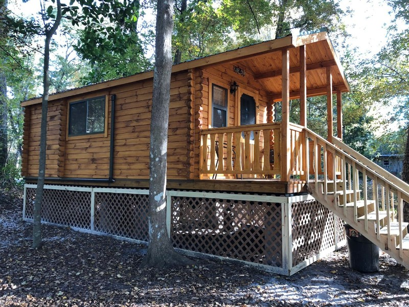 Waters Edge Log Cabin and Tiny Home for Couples