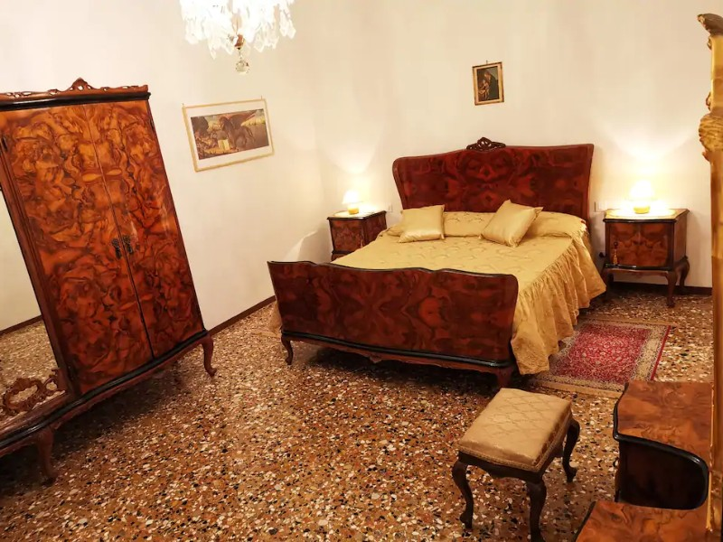 Bedroom at CA' LETIZIA Authentic Classic Venice Apartment