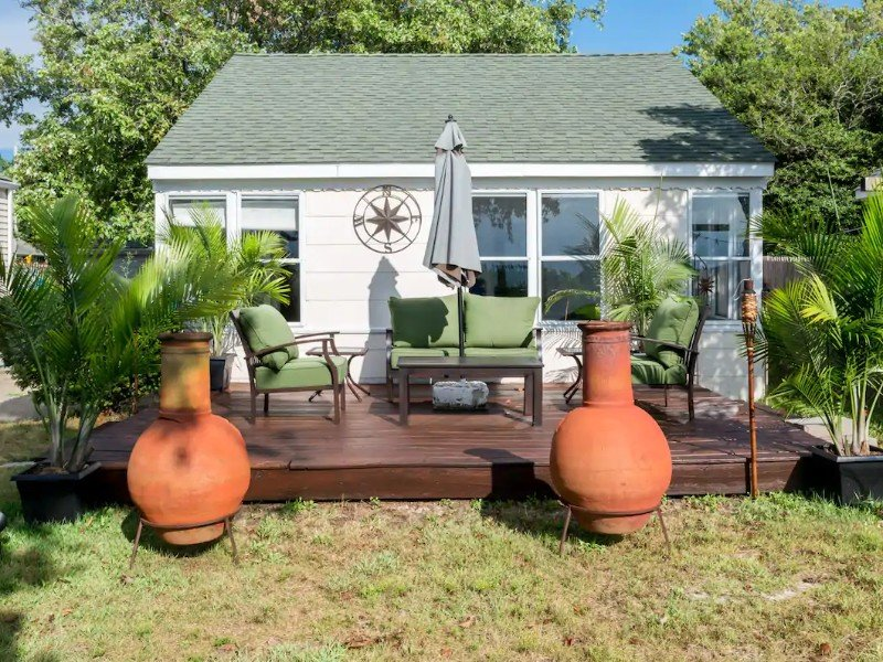 Yard at Charming Bayfront Tranquility Cottage