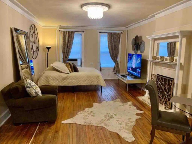 Charming Brownstone Apartment Near Central Park
