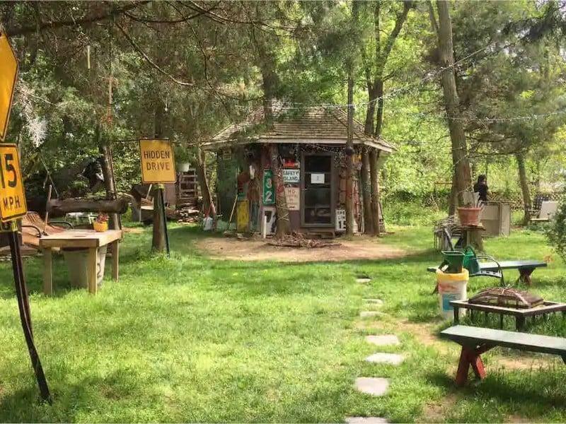 Yard space at Hippy Hut Near Six Flags
