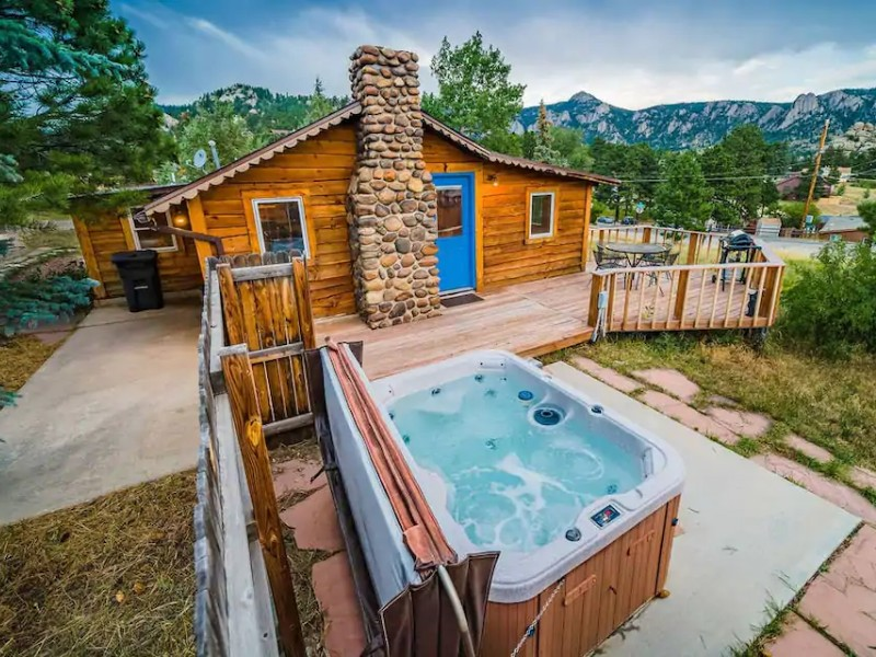 Historic Cabin with Hot Tub – Rocky Mountain National Park, CO