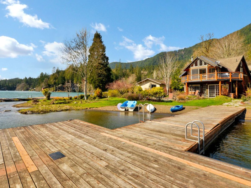 Lakefront Home – Olympic National Park, WA